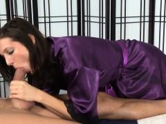 Schlong sucking masseuse
