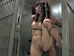 Horny dude bangs retsrained beauty in a prison cell