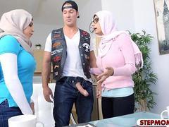 Arabisch, Rondborstig, Moeder die ik wil neuken, Slet, Tiener, Trio