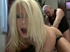 Submissive housewife gets fucked in the booty