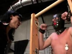 Dangerous domina gives slave a ballbusting