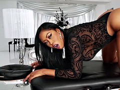 exotic moriah is luring with her twirking thick ass
