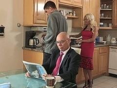 Blondine, Betrug, Familie, Hardcore, Hausfrau, Küche, Milf, Ehefrau