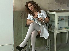 Grosse titten, Europäisch, Lingerie, Krankenschwester, Strümpfe, Uniform, Unter dem rock, Vintage