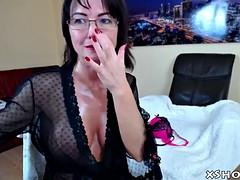 sexy cougar slut masturbation on camshow