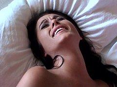 Amateur, Chambre à dormir, Brunette brune, Éjaculation interne, Tir de sperme, Mignonne, Petite amie, Fait maison