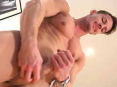 Muscle gay blowjob and cumshot