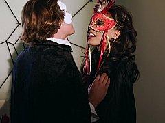 Sucer une bite, Queue, Masque, Mère que j'aimerais baiser, Bureau, Maigrichonne, Suçant, Mouillée