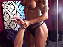 bodybuilder femdom