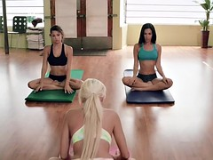 beautiful women hot yoga in the nude