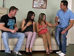Amateur, Cul, Brunette brune, Le plan cul à quatre, Groupe, Hard, Fête, Maigrichonne