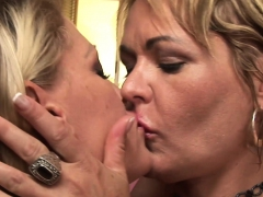 Blonde, Hd, Lesbienne, Mature, Mère que j'aimerais baiser