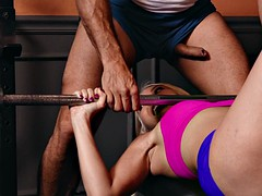 aaliyah love does sport exercises with ramon nomar in the gym