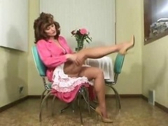 Prestige Milf tramp with erotic lower lips, Jessica, does some teasing