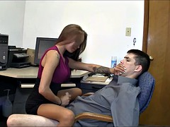 Naakte man aangeklede vrouw, Sperma shot, Dominante vrouw, Handbeurt, Secretaresse