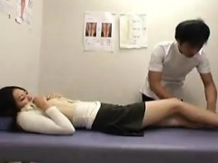 Japanese gal gets a manipulative massage and her cunny touc