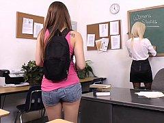 Amerikanisch, Braunhaarige, Studentin, Süss, Lesbisch, Strümpfe, Lehrer, Titten