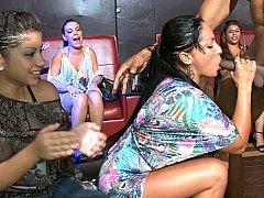 Sucer une bite, Club, Tir de sperme, Robe, Faciale, Fête, Timide, Se déshabiller