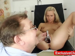 Sizzling Puny Teenage Bella Anne Open Gash Examination